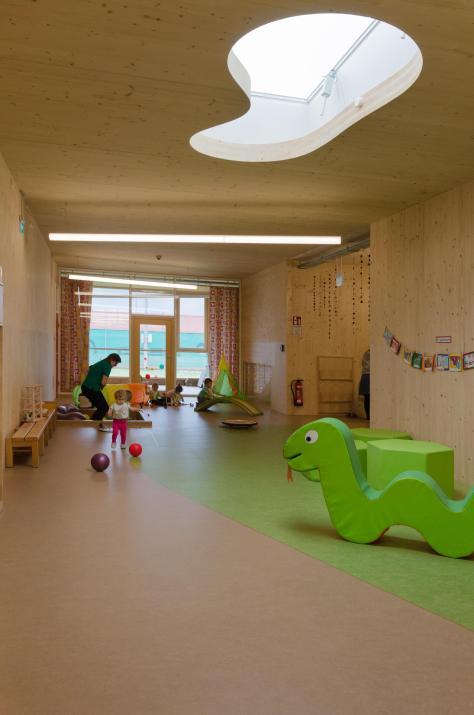 Zettling-17 Kindergarten - red - Arch Kos - Foto (c) Philipp Klein