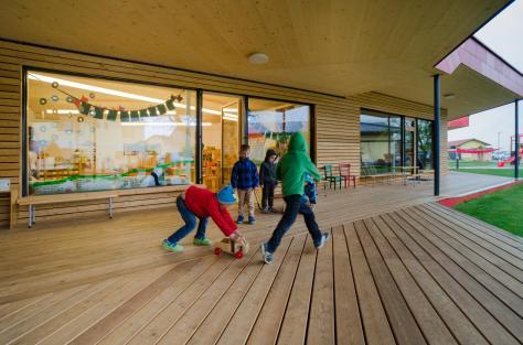 Zettling-29 Kindergarten - red - Arch Kos - Foto (c) Philipp Klein