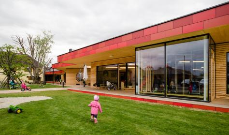 Zettling-7 Kindergarten - red - Arch Kos - Foto (c) Philipp Klein
